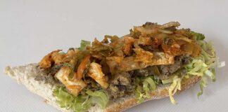 Stokbroodje gezond met hummus, kimchi en andijvie