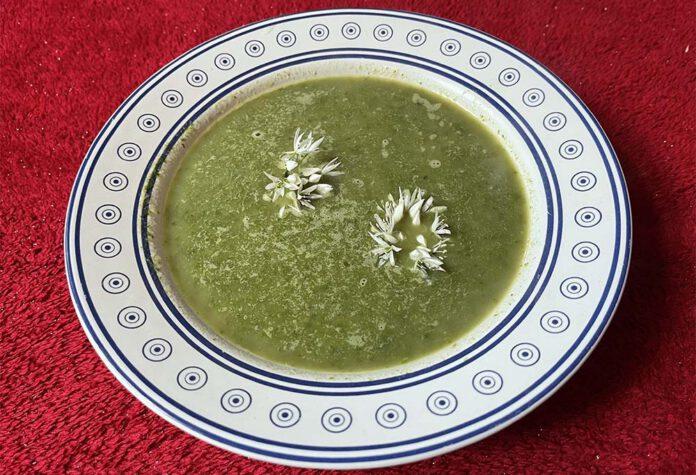 De reinigende gerstmiso in deze soep hoort echt bij het voorjaar. (Foto Erik van Huizen)