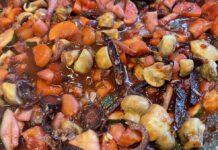 De ratatouille wordt extra lekker met een goede biologische balsamico azijn. (Foto Erik van Huizen)
