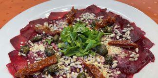 Het zure en het zoute van de ume su past mooi bij het zoete van de rode bieten. (Foto Erik van Huizen)